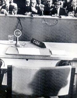Foto tomada instantes después de la expulsión de Cuba de la OEA